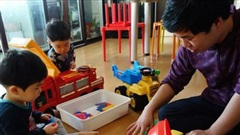 Số lượng nam giới nghỉ phép chăm sóc gia đình tại Hàn Quốc tăng đột biến