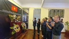Trang trọng Lễ viếng và mở sổ tang nguyên Tổng Bí thư Lê Khả Phiêu tại Mozambique