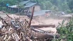 Lũ quét kinh hoàng, cuốn trôi nhiều nhà dân và trường học ở Điện Biên