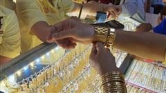 Giá vàng tăng hơn 2 triệu đồng/lượng sau một đêm
