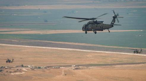 Cảnh quay cơ giới, trực thăng vũ trang Mỹ nã đòn thù vào chốt gác 'mỏng manh' của Quân đội Syria