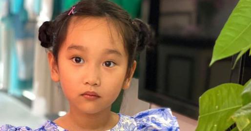 Xuýt xoa trước dung mạo em gái cùng cha khác mẹ của siêu mẫu Hà Anh, mới 7 tuổi đã được dự đoán sẽ có đôi chân dài như chị