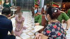 Cô gái bị chủ quán Nhắng nướng bắt quỳ ở Bắc Ninh: 'Tôi mệt mỏi rồi, chỉ muốn được yên'
