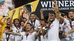 Cựu 'danh hài' MU lóng ngóng phá bóng về lưới nhà, Sevilla nối dài kỷ lục vô địch Europa League