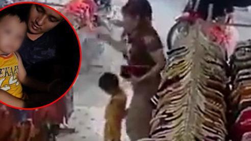 Vụ bắt cóc bé trai ở Bắc Ninh: Hé lộ đoạn clip nghi phạm đưa bé đi mua quần áo