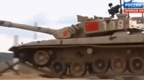 Trận đấu nghẹt thở đầu tiên ở Tank Biathlon 2020 bắt đầu: Trung Quốc bứt phá nhanh, Belarus bám sát nút