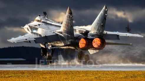 MiG-31 bay cao kịch trần 20km, Mỹ lạnh gáy?
