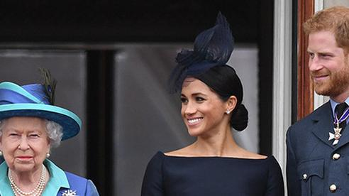 Nhà Meghan Markle tìm cách 'nối lại tình xưa' với Nữ hoàng Anh khi nhận ra bản thân rất cần hoàng gia