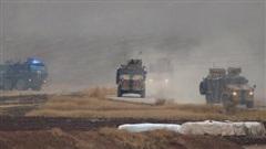 Syria: Tên lửa chống tăng nã thẳng vào đoàn xe quân sự Nga, chiến đấu cơ lập tức xuất kích