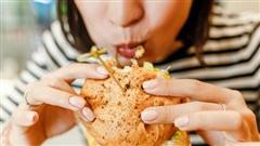 Người phụ nữ có 6 dấu hiệu này khi ăn thì chắc chắn cân nặng đang tăng nhanh như 'vũ bão', thay đổi ngay trước khi lão hóa và bệnh tật kéo đến