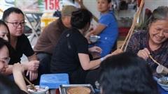Quán bún ốc nguội 30 năm tuổi: Không phủ nhận tiếng'kiêu nhất Hà Nội', khách có tiền chưa chắc đã được ăn