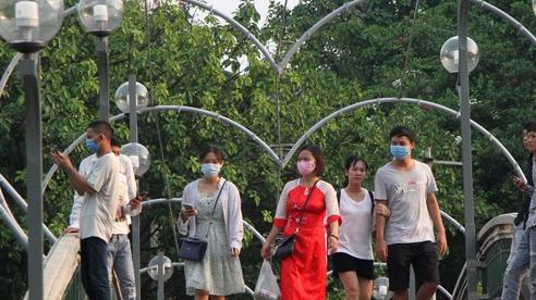 Ảnh, clip: Người Hà Nội đeo khẩu trang vui chơi Công viên Thủ Lệ ngày 2/9