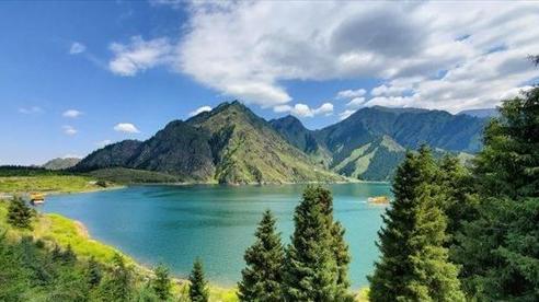 Lý do hồ sâu nhất thế giới ở Trung Quốc, chứa 2 tỷ tấn nước nhưng cá khó sống