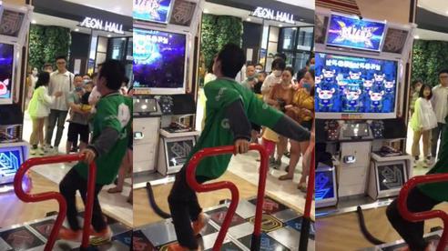 Khi bạn muốn làm dancer nhưng dòng đời đưa đẩy phải chạy xe ôm: Chỉ nhảy ngẫu hứng lại khiến cả MXH dậy sóng!