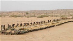 Trung-Ấn căng thẳng tột độ: Xe tăng hai bên vào tầm bắn, PLA áp sát cứ điểm của Ấn Độ