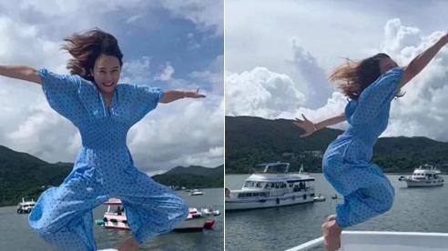 Được bạn thân chụp ảnh cho theo phong cách 'bay nhảy' giữa biển khơi, thiếu nữ tái mặt với loạt hình như phù thủy khó tính