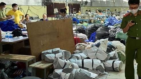 Triệt phá vụ sản xuất áo phông giả các thương hiệu nổi tiếng