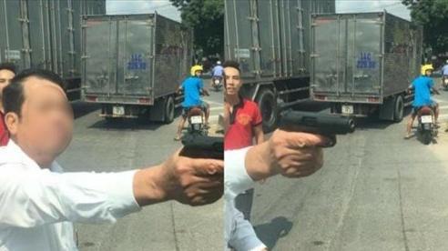 Công an vào cuộc xác minh người đàn ông rút súng doạ bắn 'vỡ sọ' người đi đường khi tham gia giao thông