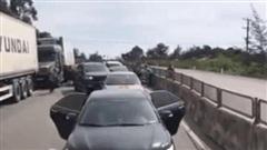 Video toàn cảnh công an truy đuổi, vây ráp ô tô chở ma túy như phim hành động