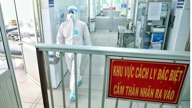 Tin mới nhất về nam bệnh nhân COVID-19 nguy kịch, phổi tổn thương 80% điều trị ở Hà Nội
