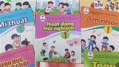 Phụ huynh 'choáng váng' vì bộ sách giáo khoa lớp 1 giá hơn 800.000 đồng