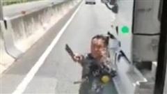 Truy tìm tài xế conatainer cầm dao doạ người trên cao tốc TP.HCM - Trung Lương