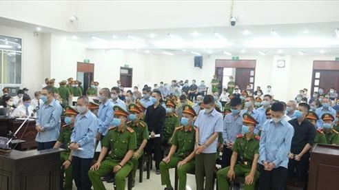 Nước mắt người cha của liệt sĩ công an trong phiên tòa xét xử vụ Đồng Tâm