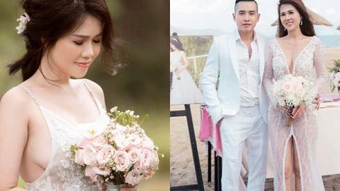 2 bộ váy cưới của chị gái Ngọc Trinh: Cắt xẻ hiểm hóc đến thót tim, mỏng manh đến mức không đủ sức níu giữ vòng 1 khủng