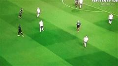 Giật gót 'xâu kim' đối thủ, huyền thoại 39 tuổi khiến fan Man United xao xuyến