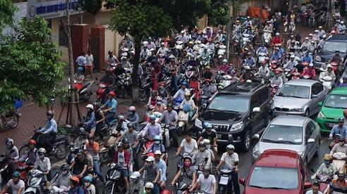 Người dân hào hứng với chương trình hỗ trợ đổi xe máy cũ nát lấy xe máy mới của Hà Nội