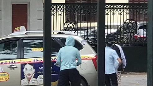 VIDEO: Cái kết viên mãn của bé sơ sinh bị bỏ rơi dưới khe tường ở Hà Nội trong ngày đoàn tụ gia đình