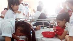 Hà Nội: 3 học sinh tiểu học nhập viện sau bữa ăn trưa bán trú, nghi ngộ độc thực phẩm