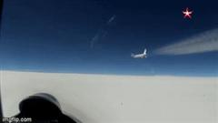 Tiêm kích Su-27 Nga xuất kích chặn máy bay Mỹ trên biển