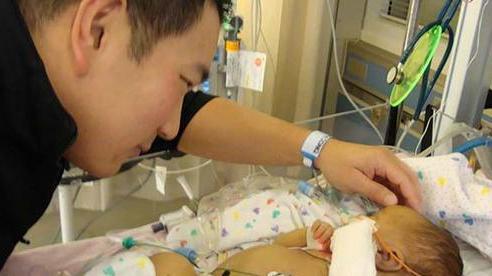 Bé gái 8 tuần tuổi phải nằm viện, uống kháng sinh và lấy máu hàng tuần suốt 6 tháng chỉ vì nụ hôn của bố
