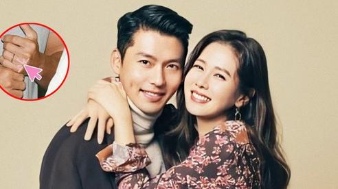 Thực hư hình ảnh Hyun Bin lộ chiếc nhẫn đính hôn khi xuất hiện tại sân bay Hàn Quốc sau 2 tháng ở nước ngoài