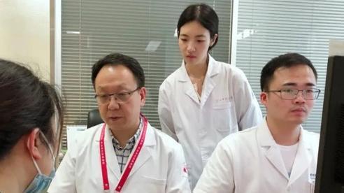 3 chị em gái trong một gia đình lần lượt mắc ung thư buồng trứng: 5 biểu hiện cảnh báo