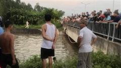 4 ông cháu đang đi xe máy thì rơi xuống sông, 2 trẻ nhỏ đuối nước tử vong, người ông còn mất tích