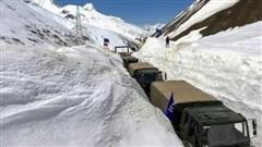 Căng thẳng biên giới Trung-Ấn: Ấn Độ 'quyết đấu với thời tiết', xe tăng sẵn sàng lăn bánh