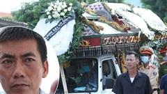 Người bố nghẹn ngào sau đám tang chiến sĩ CSCĐ: 'Tôi thấy video lúc con bị tông mà không dám xem, thương nó quá...'