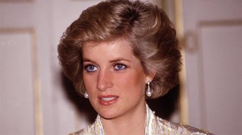 Sự thật về tuổi thơ 'đau đớn' của Công nương Diana