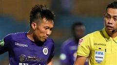 Cựu tuyển thủ Việt Nam chảy máu ướt đẫm quần khiến tất cả hốt hoảng ngày Hà Nội FC đại thắng