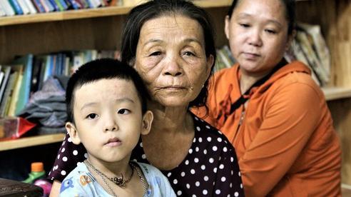 Người dân Đà Nẵng gấp rút sơ tán trong đêm: 'Bão dịch chưa qua, bão thiên tai lại tới!'