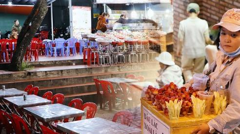 Quán ăn, hàng rong ở Đà Lạt sau dịch Covid-19: 'Bán cả tối vẫn không thể trả đủ tiền thuê nhân viên'