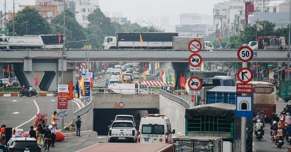 TP.HCM: Cận cảnh nút giao 3 tầng 'cực xịn' trị giá hơn 500 tỷ đồng vừa được hoàn thành, có cả cầu đi bộ
