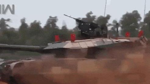 Không leo nổi dốc, chẳng chịu được lạnh, Ấn Độ lại mất mặt vì xe tăng Arjun: T-72 cứu nguy