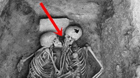 Phát hiện bộ hài cốt 2.800 năm tuổi, các nhà khoa học sửng sốt vì tư thế lạ, hé lộ chuyện tình của người xưa khiến con cháu ngày nay phải nể