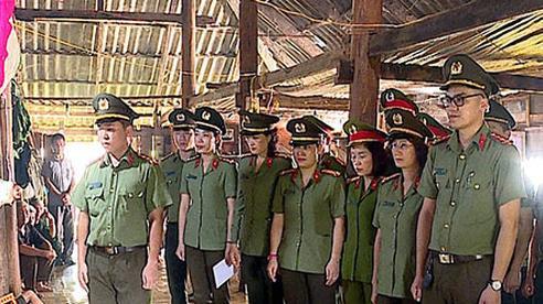 Truy tặng huy hiệu cho công an viên bị đâm tử vong khi vây bắt đối tượng ma túy ở Sơn La