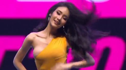Vì áo tắm 'lởm' của ban tổ chức, hàng loạt thí sinh Miss Grand Thailand 2020 lộ ngực trên sóng livestream