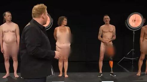 Show truyền hình Đan Mạch gây tranh cãi vì để thí sinh 'trần như nhộng' trước mặt trẻ con