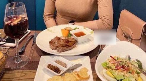 Tố bạn gái chê bai quán vỉa hè đòi ăn nhà hàng sang chảnh, chàng trai xa xẩm mặt mày khi bị 'nữ chính' bóc phốt ngược: 500.000 đồng/2 người mà cũng kể lể?